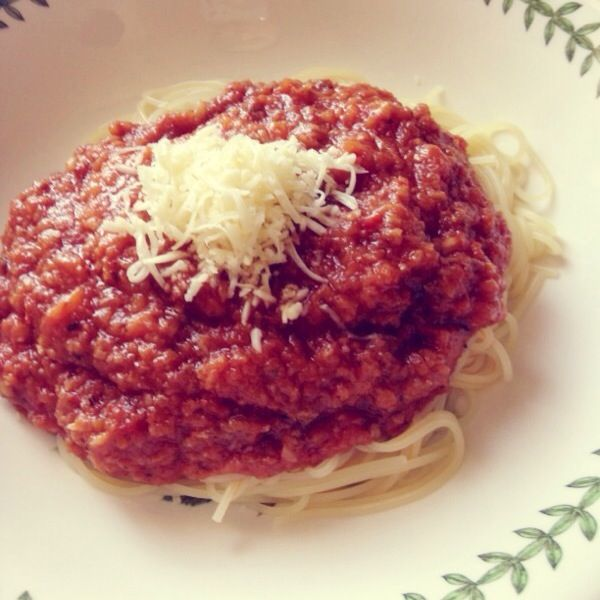 Homemade meals: Spaghetti Bolognaise #spaghetti #bolognaise Just tried it out of a random cookbook and voila! It turned out to be so perfect with spaghetti #1 size and a tint of some Parmesan cheese #parmesan #cheese #meals #homemade