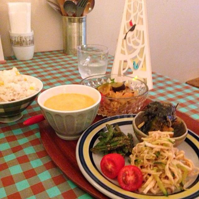 今日も1日カフェでした(^。^)  野菜の甘みだけで作ったラタトゥイユ 切り干し大根サラダ カボチャとアラメの胡麻味噌あえ インゲン胡麻和え  人参の冷製スープ とうもろこしご飯  おいしい野菜だけで作ったラタトゥイユ 塩麹だけでダシいらずです。 - 34件のもぐもぐ - 今日のカフェメニュー by nishimakigohan