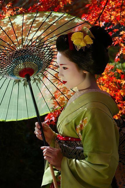 Maiko 舞妓.                                                           Geisha Appentice