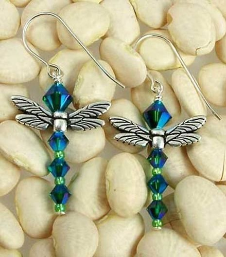 In Japan, dragonflies are symbols of courage, strength and happiness. Our delightful dragonfly earring kit is created using Swarovski crystal…