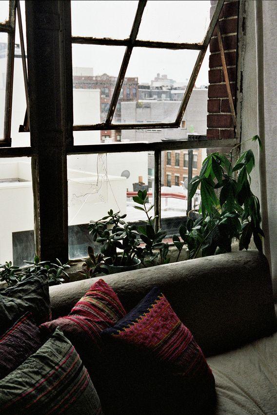 Isabel Wilson for Freunde von Freunden / © Brian Ferry: Decor, Houses, Isabel Wilson, Dreams, Interiors Design, Plants, Windowseat, Window Seats, Rooms
