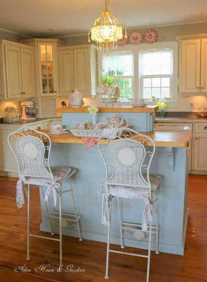 Beautiful Bar Stools.....•°¤*(¯`★´¯)*¤° Shabby Chic