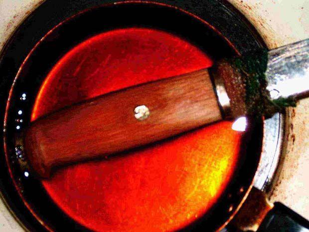 PŘEČTĚTE SI TAKÉ: Výroba fulltang nože s omotávkou – fotonávod Výroba zemnice (zemljanky) – foto návod PETka – odpad, či všemocný zachránce? Výroba koženého pouzdra na baterku Výroba nosného systému Výroba pouzdra na nůž Kapesní hořák ze dvou plechovek Puzdro na sekerku z hasičskej hadice Bushcraft šálky, aneb co příroda dala – foto návod Výroba […]
