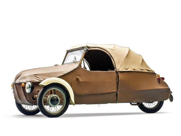 Velorex bol dvojmiestny, dvojdverový, trojkolesový automobil. Obvykle s dvojvalcovým vzduchom chladeným motorom, ktorý poháňal zadné koleso.