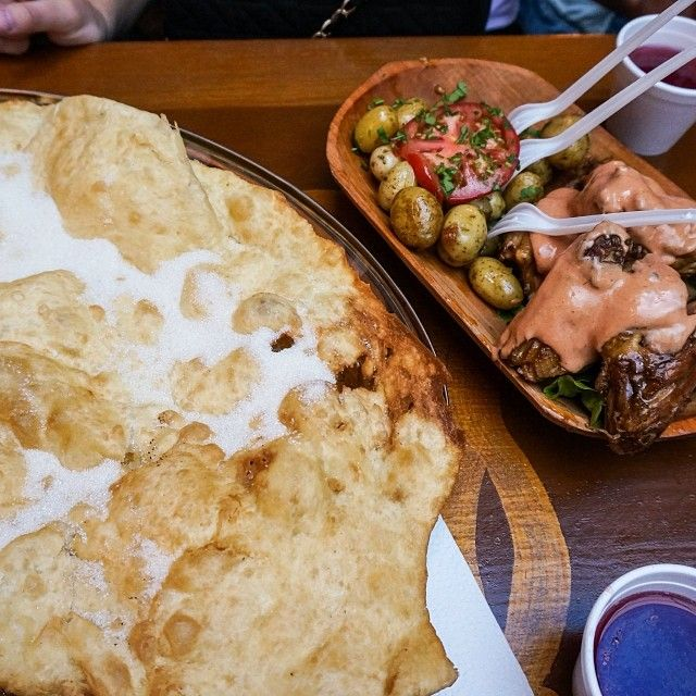 Lunchtime in Quito with @lisasl and @janinahess  #lunch #centrohistorico #quito #travel #food #canelazo #Ecuador