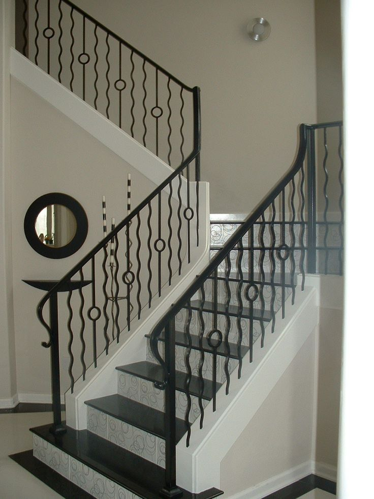 Best This Staircase Pattern Features Balusters From The 640 x 480