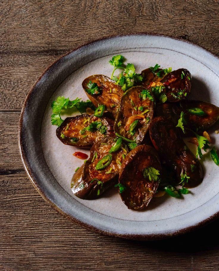 a quick vegan recipe: sautéed eggplant with garlic, chili and herbs