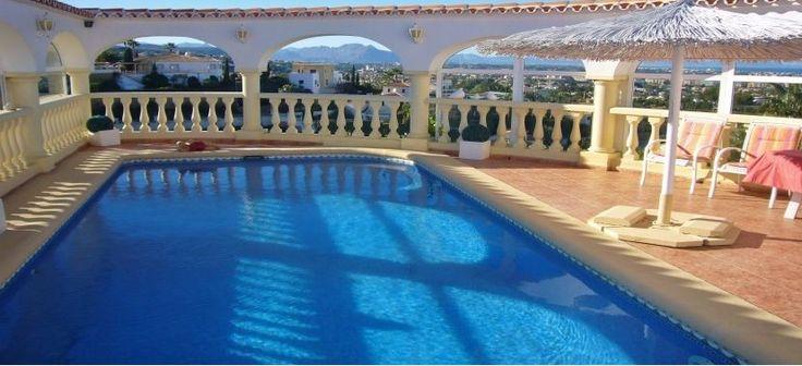Neu im Vertrieb: Villa mit Top-Panorama in einer der besten Lagen Denias. Der ideale Rückzugsort für Sonnenverwöhnte und Genießer eines gehobenen Standards. Weitere Ferienimmobilien in Spanien finden Sie unter: http://www.ott-kapitalanlagen.de/immobilien-spanien.html
