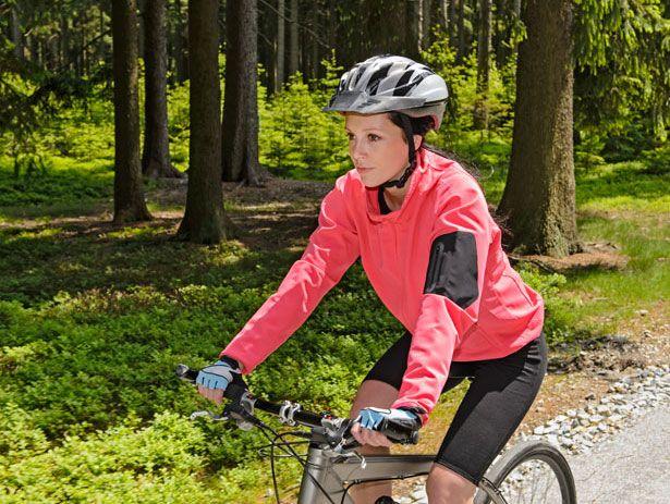 Andare in bicicletta fa dimagrire realmente: scopriamo i principi e i benefici del ciclismo per chi vuole mettersi in forma senza compiere passi falsi ...