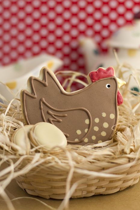 speckled hen with eggs iced biscuits This is adorable...what a cookie artist!