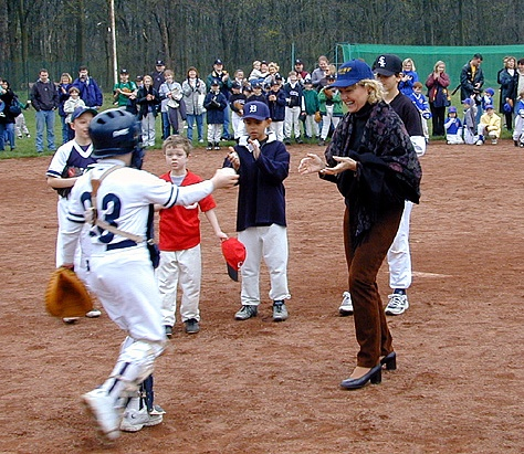 U.S. Ambassador Kathryn W. Hall (1997-2001) makes the first pitch of the Little League season in Vienna, April 2000.  US Botschafterin Kathryn W. Hall (1997-2001) beim ersten Wurf der Little League Baseball Saison in Wien im April 2000  (U.S. Embassy Vienna)