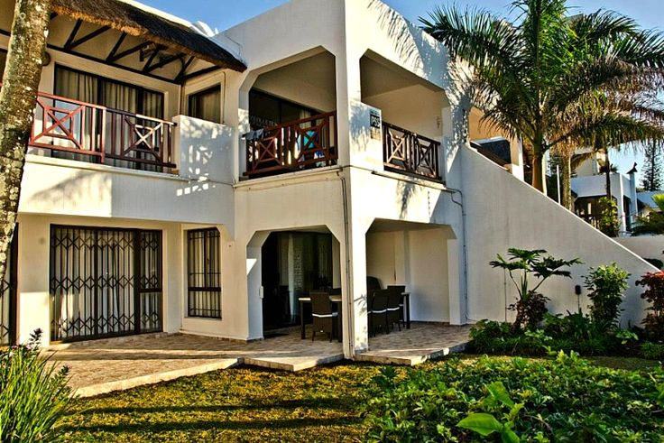 55 La Pirogue Self Catering Holiday Apartment In Ballito Central, North Coast, KZN See more on https://goo.gl/29iLQm  La Pirogue 55 is a newly renovated and luxurious 3 bedroom ground floor self-catering unit with a private garden just across from Ballito's Willards Beach (+- 150m), within walking distance from the supermarket and restaurants.
