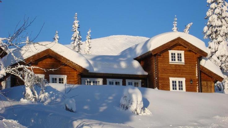 Norsk hus i snøen
