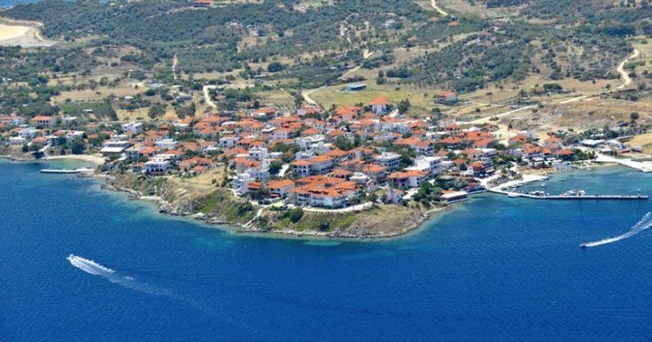 Αμμουλιανή: Tο μοναδικό κατοικημένο νησί στη Χαλκιδική με τις σμαραγδένιες παραλίες!   Τι λες τώρα;