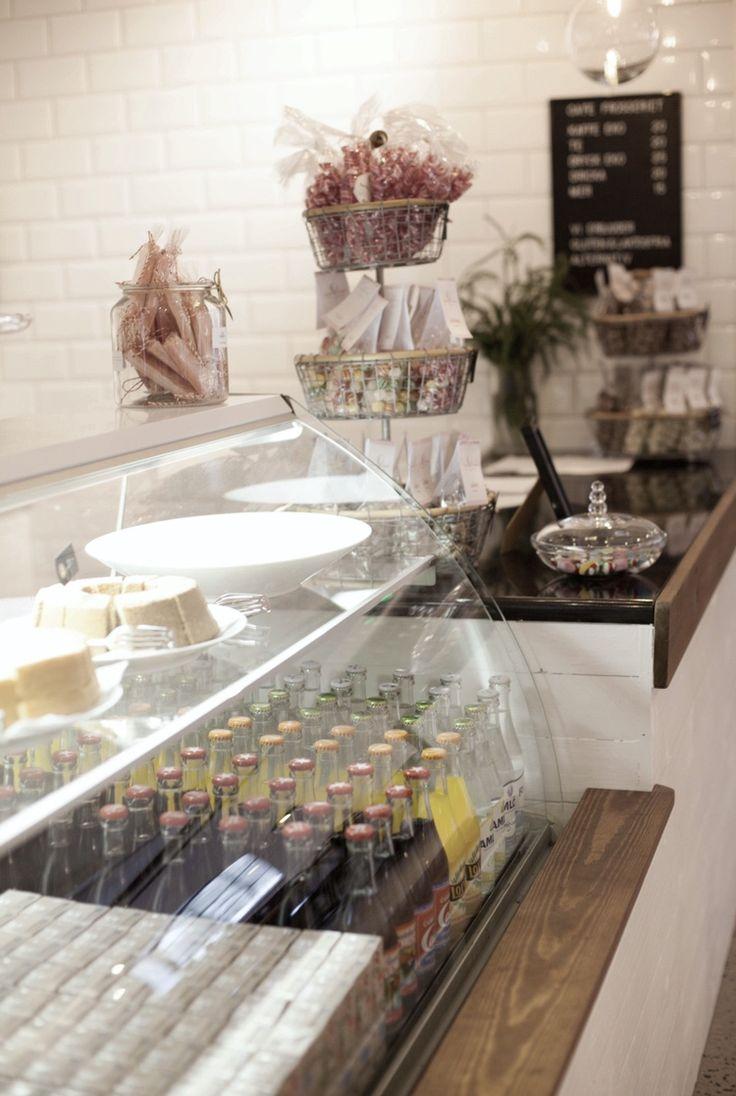 Idag har vi öppet 11-15 Då finns fika i Frosseriet och nyheter är upplockade i butiken @grosseriet