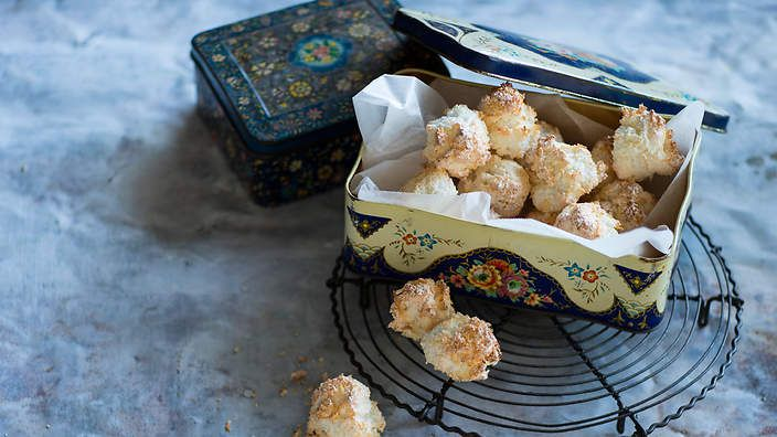 Cookie-meets-coconut rock. These Dutch meringues carry a hint of ginger and are adored by adults and children alike. Listen to the audio recipe.