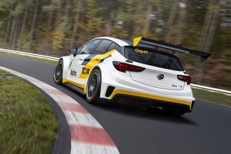 Opel Astra TCR Racing Version Back view