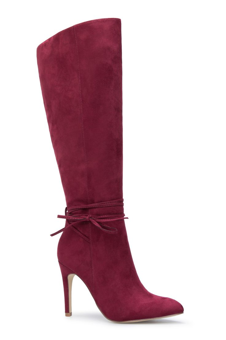 The simple silhouette of the Bianka boot means she's a total style chameleon - ready to be worn with whatever you throw her way! Tie details add a special touch to the classy design. (BORDEAUX)