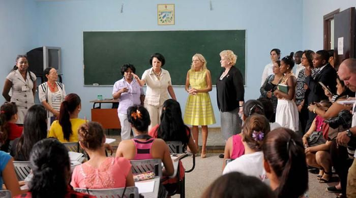 Recorre académica estadounidense Jill Biden universidad pedagógica cubana - Granma Internacional