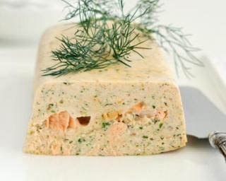 Pain aux deux saumons aux fines herbes : http://www.fourchette-et-bikini.fr/recettes/recettes-minceur/pain-aux-deux-saumons-aux-fines-herbes.html