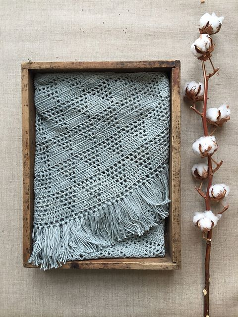 Ravelry: Geo Shawl pattern by Annelies Baes (Vicarno)