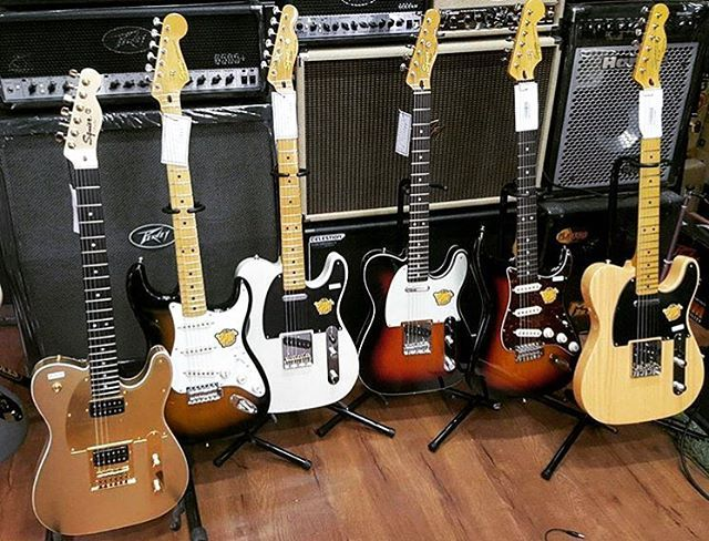 Happy Fender Friday! Think it's time to bust out my Strat and play tonight! #fenderfriday #fender #electricguitar #fenderguitar #stratocaster #telecaster #instagram #instagood #guitar #guitarist #guitarplayer #guitarporn