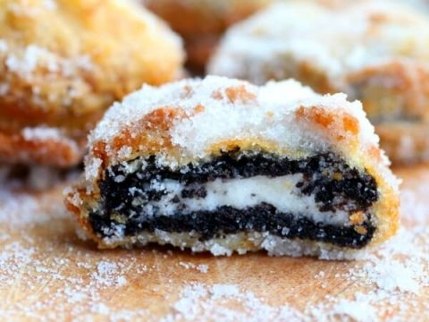 Deep fried oreos are easy to make and really kind of addictive. restlesschipotle.com