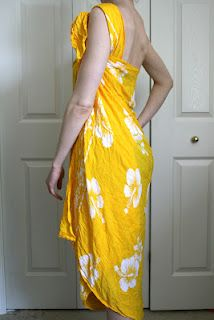 How-to wrap a sarong   http://laviediy.blogspot.com/2012/04/diy-no-sew-beach-cover-how-to-use.html