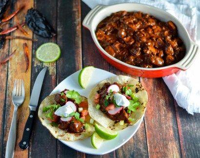 Slow Cooker Chile Colorado Con Carne - Lexi Bites