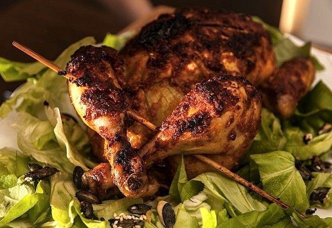 Legelső mozdulatként vágjuk apróbb darabokba a csirkehúst. Általában egy gyerkőc sem szereti kétszer ugyanazt látni a tányérján, úgyhogy érdemes teljesen más külsőt kölcsönöznünk neki. 1. Meleg vagy hideg csirkesaláta A legegyszerűbb sima zöld salátába tenni a csirkecsíkokat. Ha több időnk akad, készíthetünk cézársalátát, vagy ha maradt egy kis ...