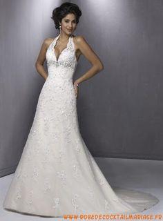 Belle robe de mariée simple longue dos nu en col V ornée de perle organza