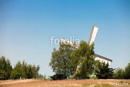 """Laden Sie das lizenzfreie Foto """"Windmühle"""" von Photocreatief zum günstigen Preis auf Fotolia.com herunter. Stöbern Sie in unserer Bilddatenbank und finden Sie schnell das perfekte Stockfoto für Ihr Marketing-Projekt!"""