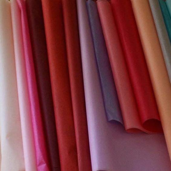 Luxusní hedvábný papír jen u nás. Info@pompomtime.cz #fashion #moda #nakupuj #dorty #cukrarna #obchod #retail #obchodnicentrum #butik #shop #window #windowshopping #darky #darkovebaleni #kvetiny #kvetinarstvi #pompom #hedvabnypapirpraha #tissuepaperprague #barvy #inspirace #instagood