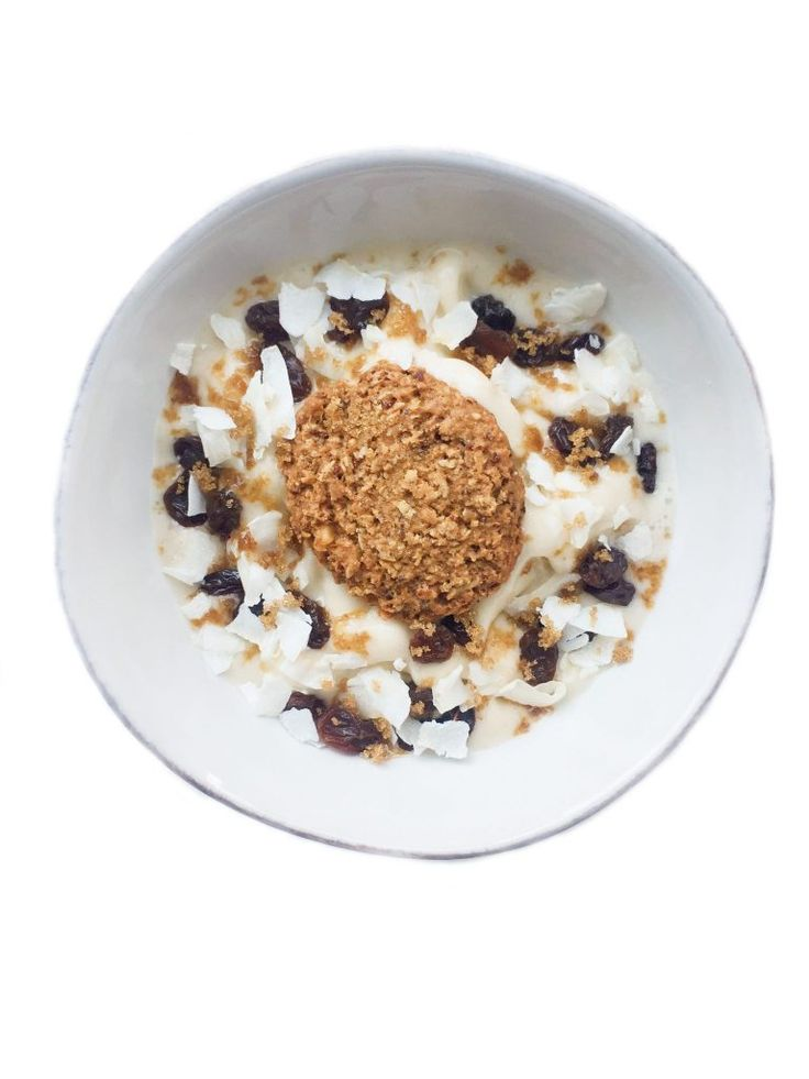Coconut Oatmeal Cookie Smoothie Bowl