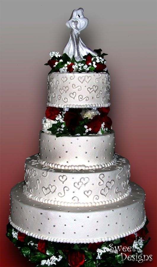 Round silver & red Wedding Cake, could change red to an icy blue.