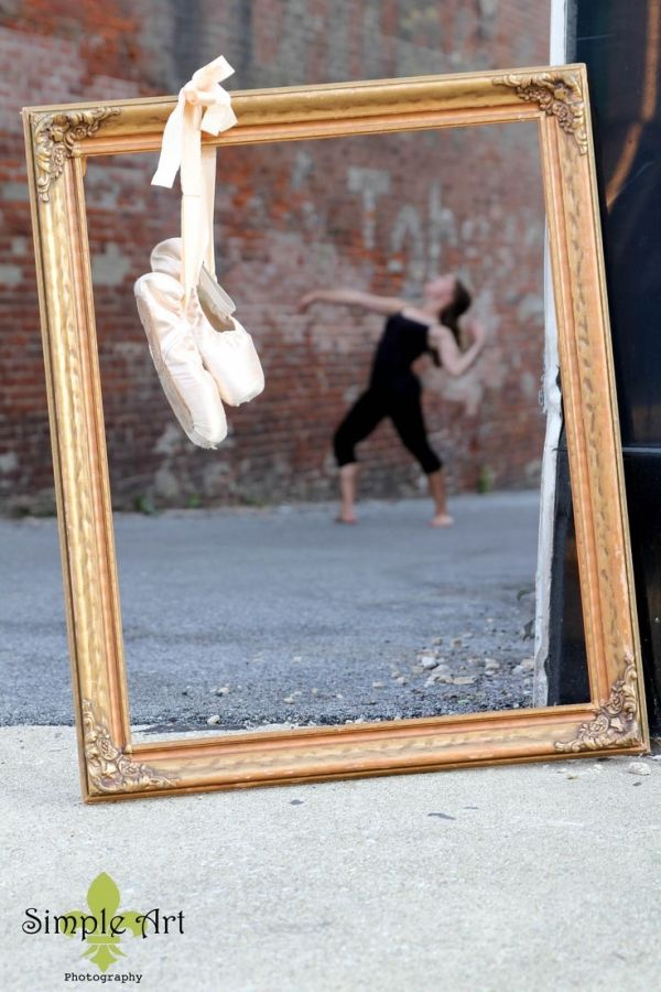 Senior picture ideas for girls, ballet, pointe shoes by That Long Hair Girl
