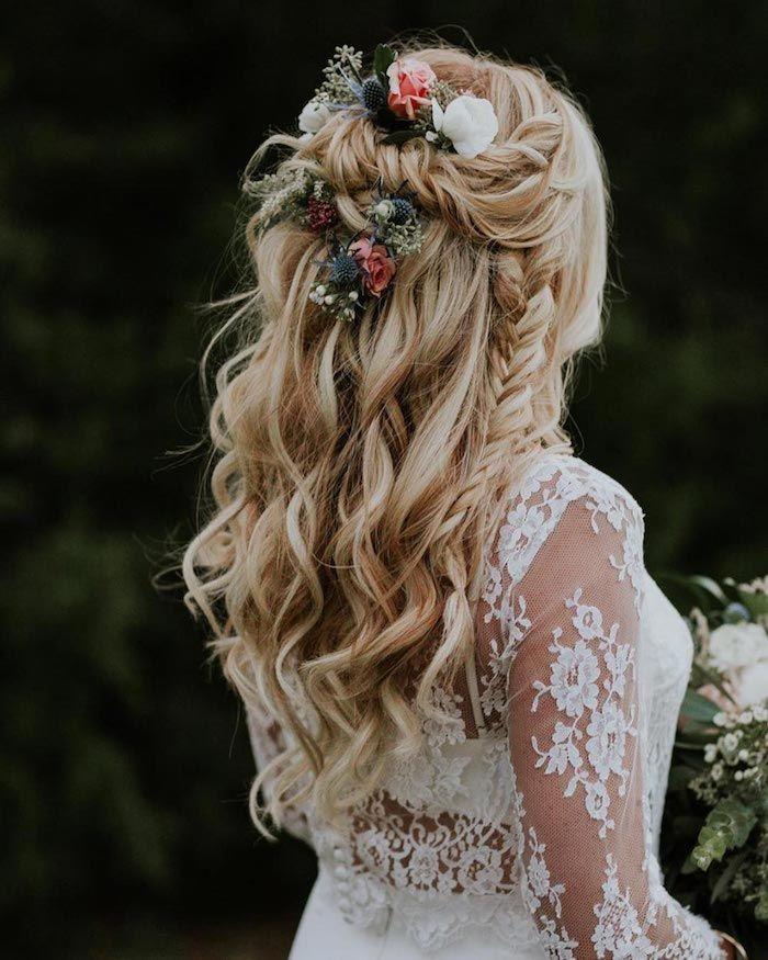 Coiffure de mariage bohème chic bouclée, coiffure mariage