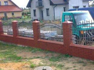 Nowoczesne ogrodzenia i płoty na każdy wymiar. Ogrodzenia panelowe, kute, ozdobne oraz barierki