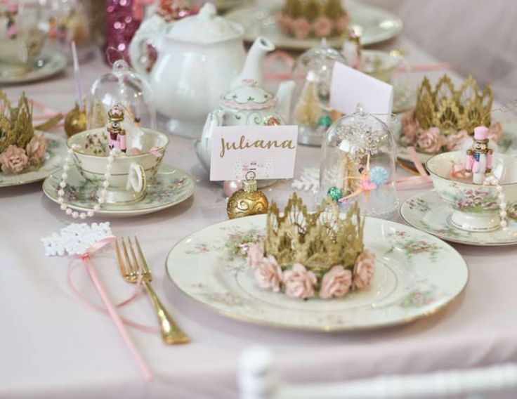 Loving the table settings at this Nutcracker Birthday Tea Party!! The littel crowns are & 551 best Table Settings images on Pinterest