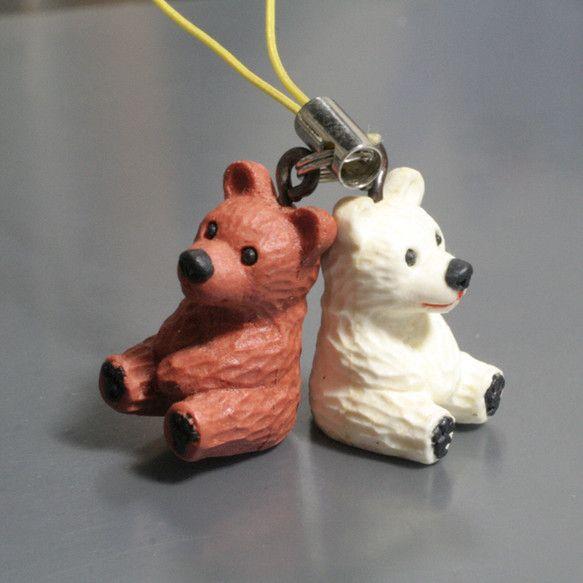 2匹一組の携帯電話ストラップ、クマ人形です(。^(오)^。)人形の高さ約2センチエポキシパテのクマ人形原型をシリコンゴムで型取り一つ一つ、色付きレジンキャスト...|ハンドメイド、手作り、手仕事品の通販・販売・購入ならCreema。
