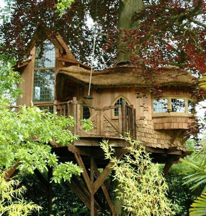 Tree house with thatch roof tree houses pinterest for How to build a treehouse roof