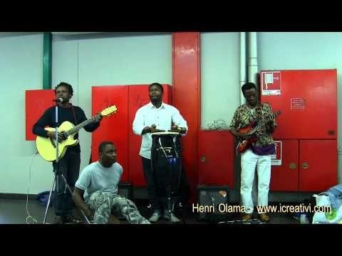 Sonorità afro di Henri Olama e della sua band nella stazione Passante Lancetti di Milano. Buon ascolto!!!