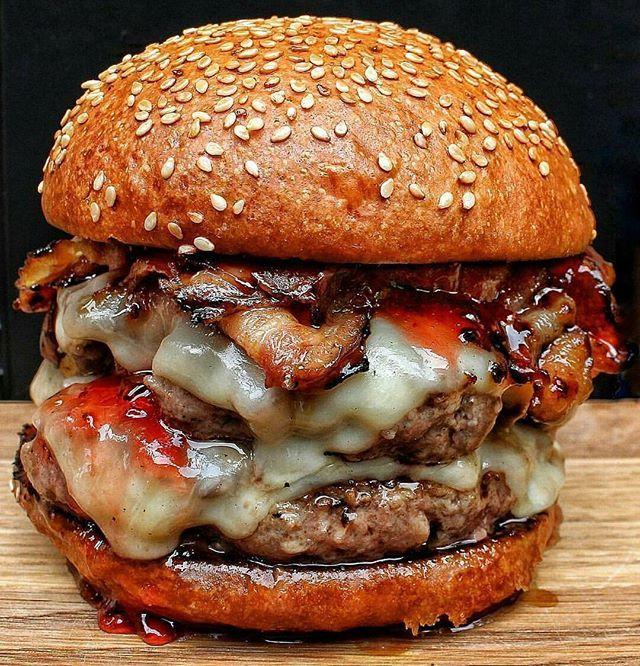 Burger with 2 short Rib Patties, treacle Bacon, Mozzarella cheese , strawberry Jelly and Bone Marrow Butter ❤