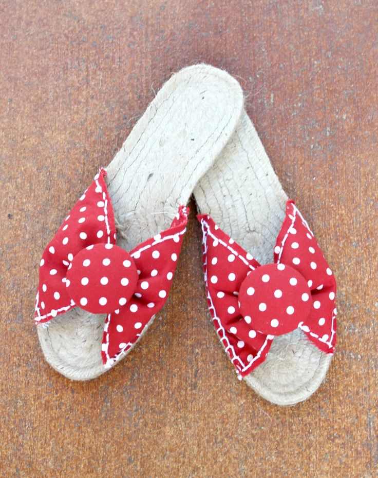 Love these DIY Espadrilles Sandals - easy #sewing project.