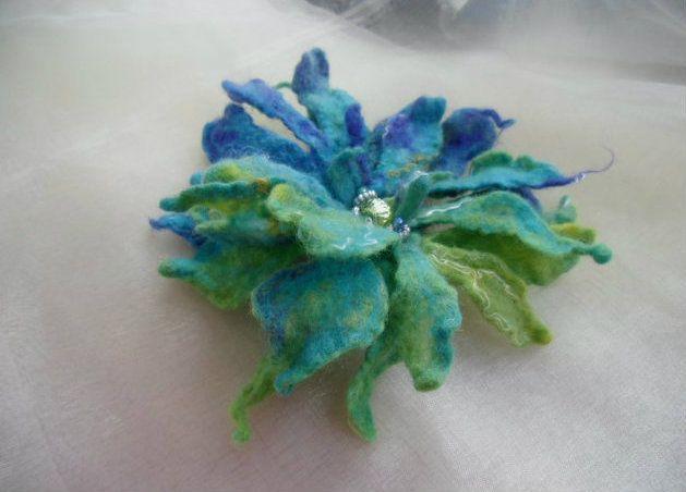 Broches - bloemen - Bloem vilt - Een uniek product van Lanchen op DaWanda