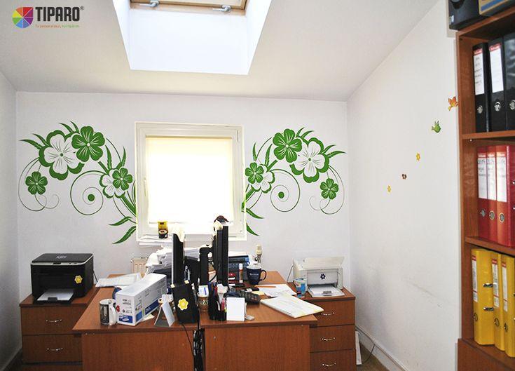 Un birou decorat cu stickere de perete Tiparo