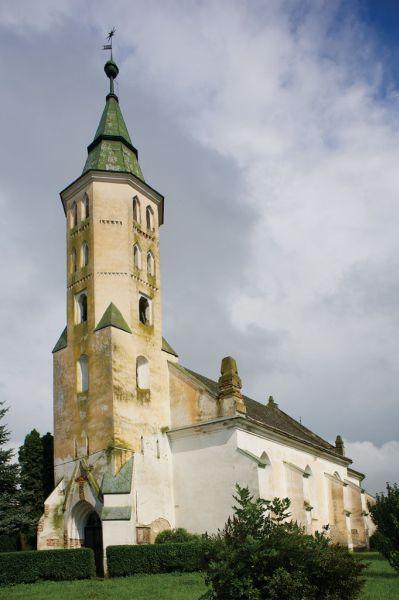 """Gacsály Gacsály falu nevét írásos alakban 1263-ban találjuk először az oklevelekben. Német eredetű személynévből származik - Gottschall -, jelentése: """"Isten szolgája"""". A falu egykor a Gutkeled nemzetségbeli Gacsályi családé volt. Az 1332-1336/1337 között készült pápai tizedjegyzék az ugocsai főesperességhez tartozó templomként említi a gacsályit."""