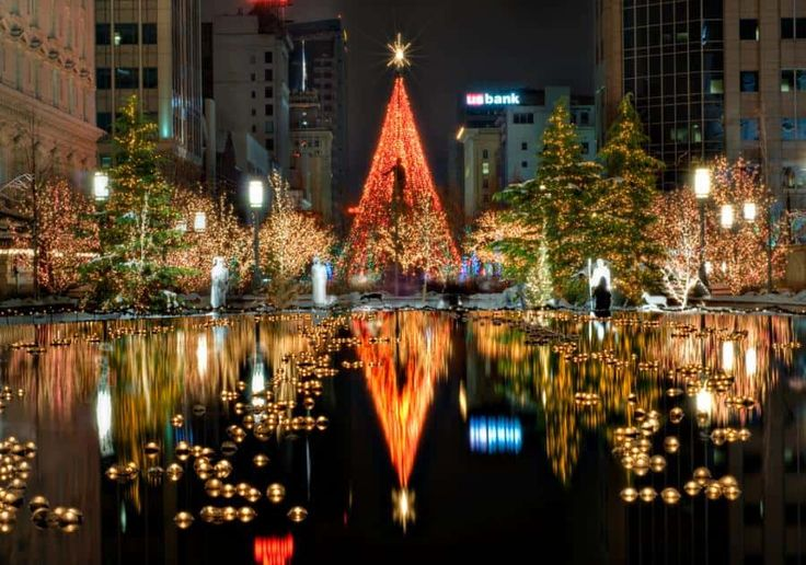 Christmas Lights From Around The World. Some cool personal and public displays to check out. Some stunning ideas!
