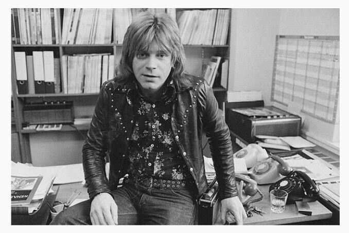 🎵'''Welsh singer, guitarist and record producer Dave Edmunds, 28th February 1975...☺...🎸'''🎵 http://www.gettyimages.fr/événement/mp-arc-track-514766947#indian-tabla-player-and-composer-zakir-hussain-performing-in-london-picture-id515206309