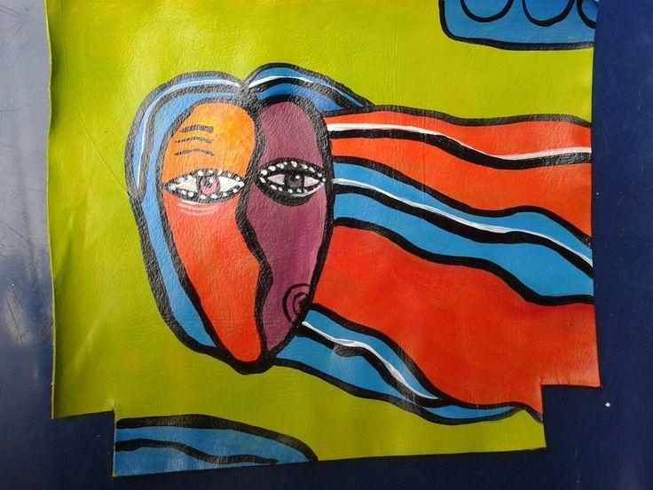Detalle bolso en cuero, pintado a mano. Krava marroquineria